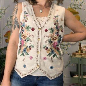 VTG floral embroidered vest scallop detail